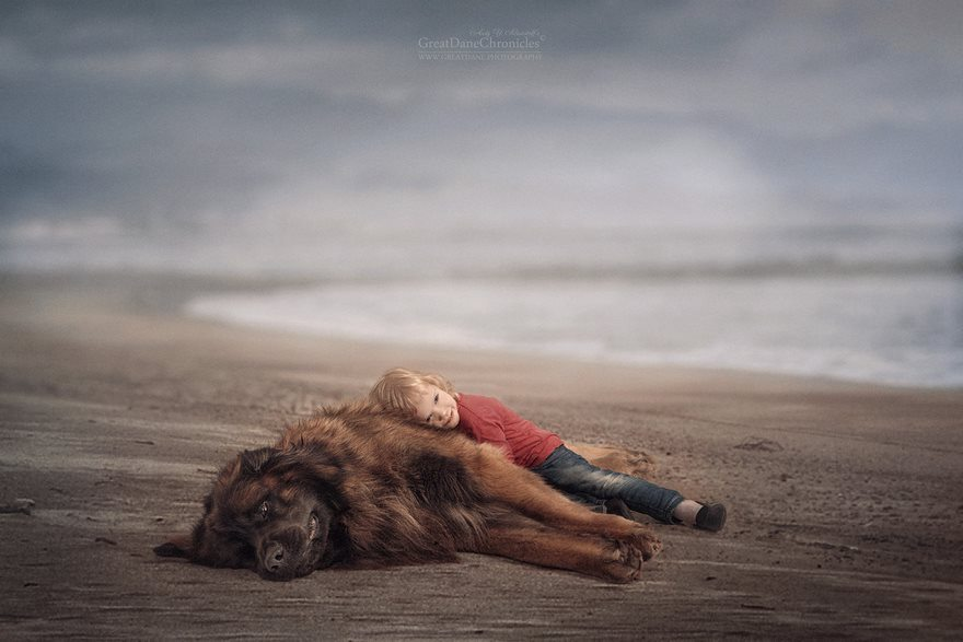 13-heart-melting-pics-of-kids-and-their-huge-pets