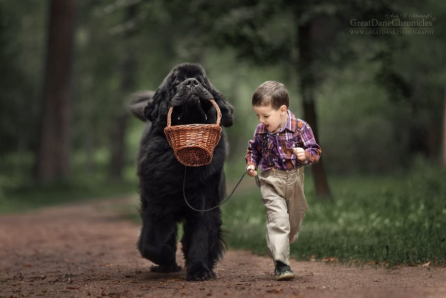 8-heart-melting-pics-of-kids-and-their-huge-pets