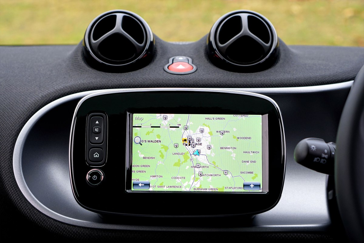 13-dog-gps-trackers-service-costs-compared-1