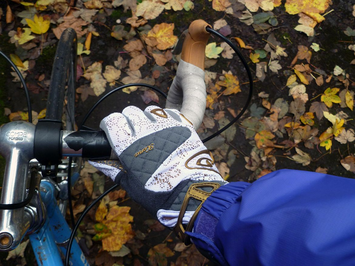 sealskinz-all-weather-cycle-xp-gloves-compressor