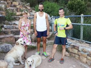 The hikers, known only as MJ (left) and Andrew, with Mandy Shrimpton, Blue and Bella at the bottom of Platteklip Gorge. Peter Shrimpton wants the two heroes to contact him. Supplied