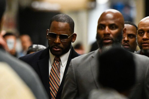 R. Kelly Judgment Vacated: Lawsuit by Accuser to Go Forward