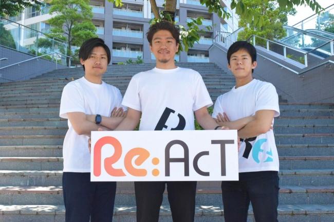 左から人事部小泉、CEO上村、制作部廣江