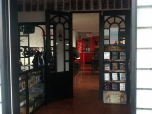 Miaw Miaw Cafe (14)