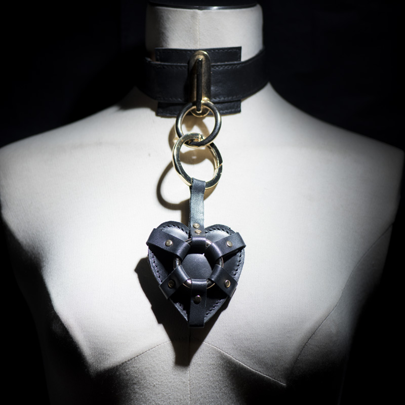 black chocker with buckle with heart accessory 01