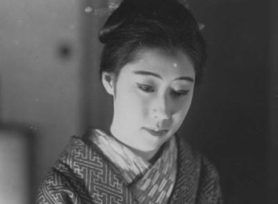山田五十鈴は戦前・戦後を飾る恋多き大女優!一人娘の嵯峨美智子との確執