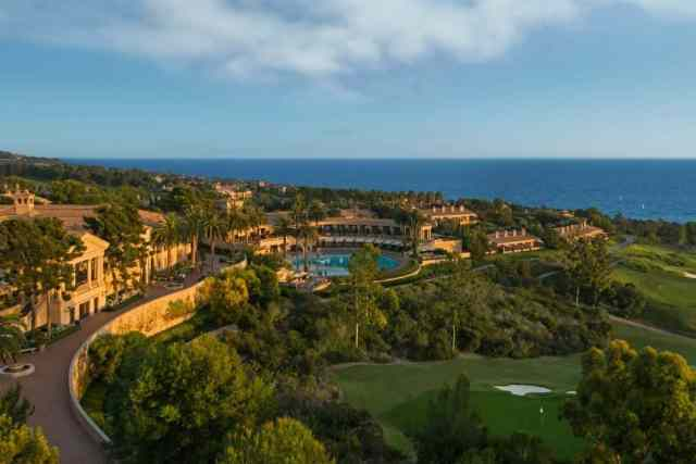 Pelican Hill resort in California, an aerial photo of the resort with the ocean in the distance