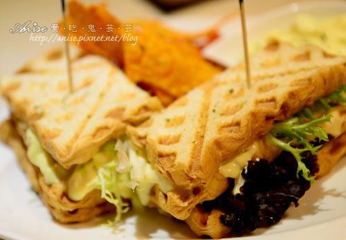 Mina Cafe025.jpg