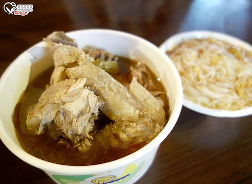 湳雅夜市:眼鏡仔豬血湯、好味道臭豆腐、蚵仔之家、饅頭屋碳烤煉乳饅頭、王記好吃麻油雞