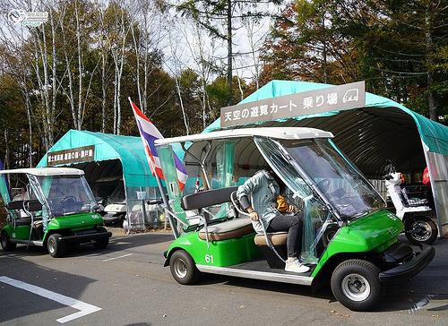 富士見高原渡假村(搭乘遊園車欣賞紅葉・富士山),可是我們富士看不見(哭哭)