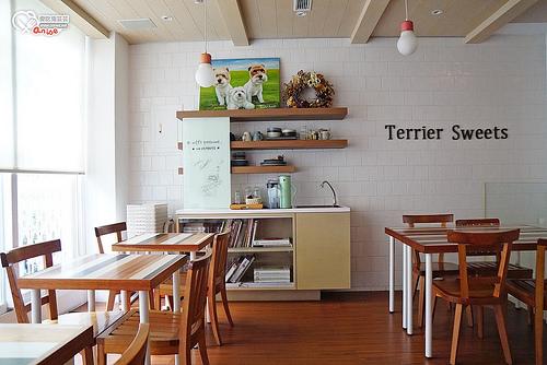 台中咖啡.小梗甜點咖啡Terrier Sweets ,期間限定草莓千層超美,貪婪必吃!