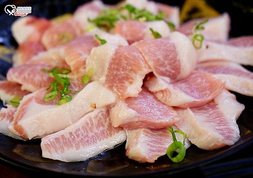 小六食堂,溫體黑毛松阪豬火鍋夭壽好吃!