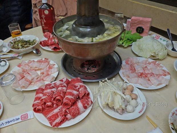 唐宮蒙古烤肉+酸菜白肉鍋吃到飽,我最愛熱呼呼的燒餅! @愛吃鬼芸芸