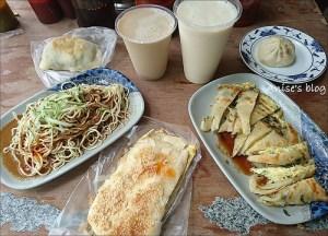 今日熱門文章:秦老師豆漿,蔥油餅加蛋、包子好好吃!還有紅茶豆漿唷~