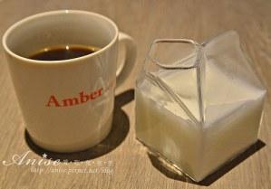 今日熱門文章:信義安和站咖啡.Amber cafe,環境舒適價格不低
