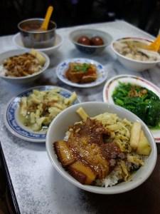 今日熱門文章:中正區美食.金峰魯肉飯