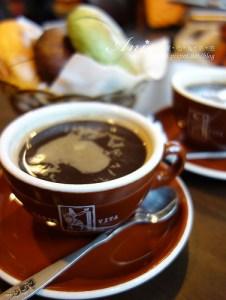 今日熱門文章:花蓮美食.泥巴咖啡&老鼠貝果