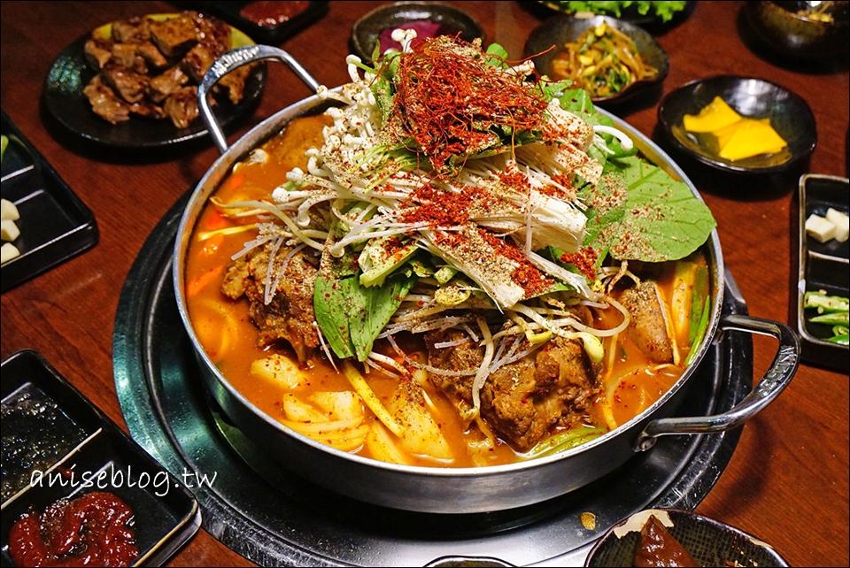 韓金館   我終於在台灣吃到有芝麻葉的馬鈴薯排骨湯了 *轉圈圈* (文末有菜單)