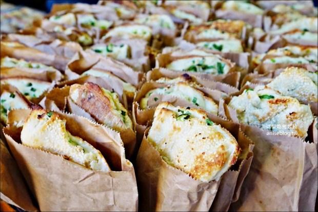 阿國碳烤燒餅,炭烤三角餅、甜鹹酥餅,基隆火車站美食(姊姊食記) @愛吃鬼芸芸