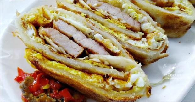 壹零手工蛋餅,豬排蛋餅、高麗菜蛋餅、小魚辣椒,中永和美味早餐(姊姊食記)