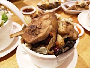 今日熱門文章:雙月食品社中和店,喝雞湯吃油飯@2019年台北米其林必比登推介(BIB GOURMAND)(姊姊食記)
