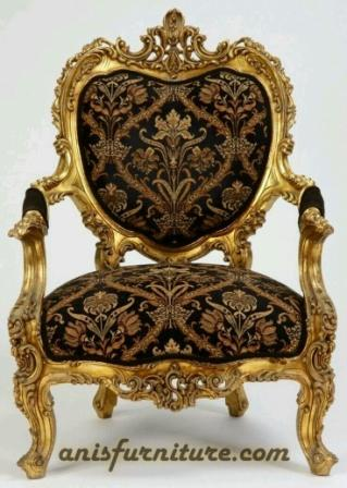 kursi ukiran motif emas