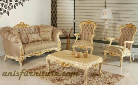 sofa mewah emas