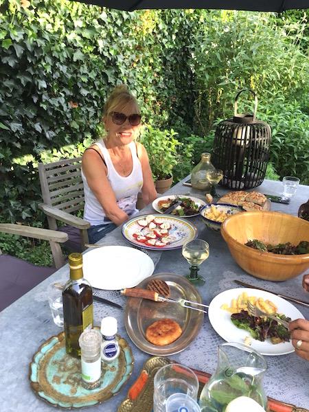 yuingek eten in de tuin