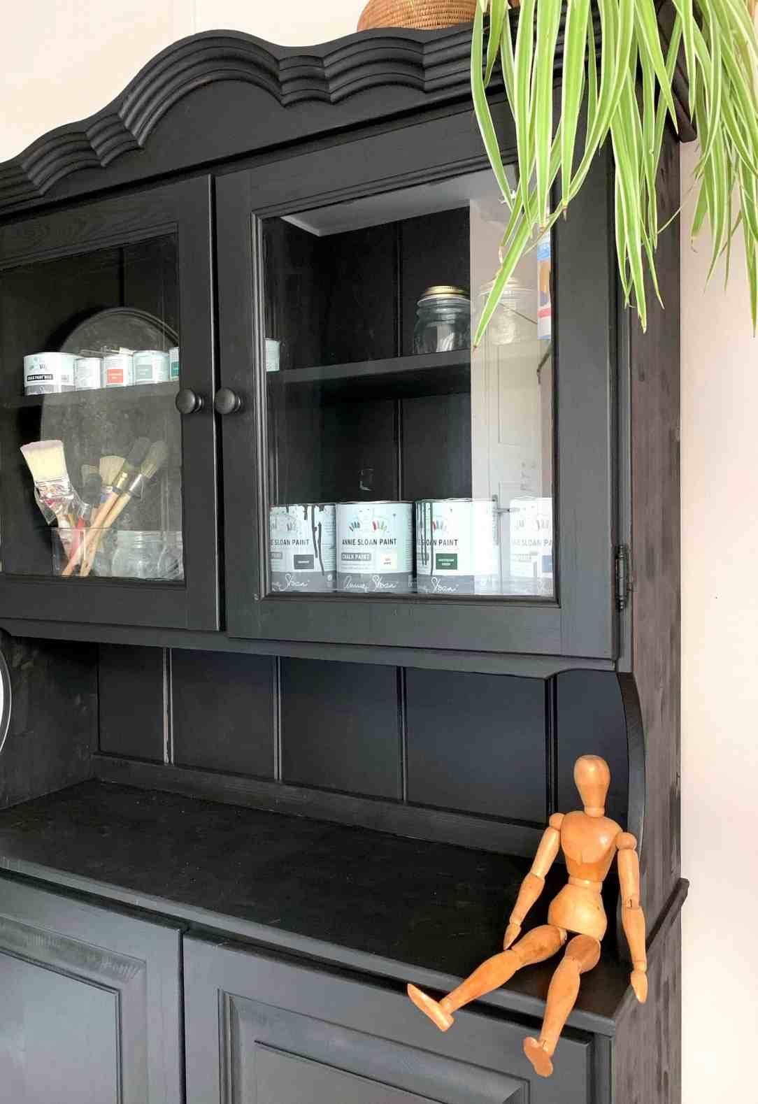zwarte kast-kamertje opknappen met mini budget