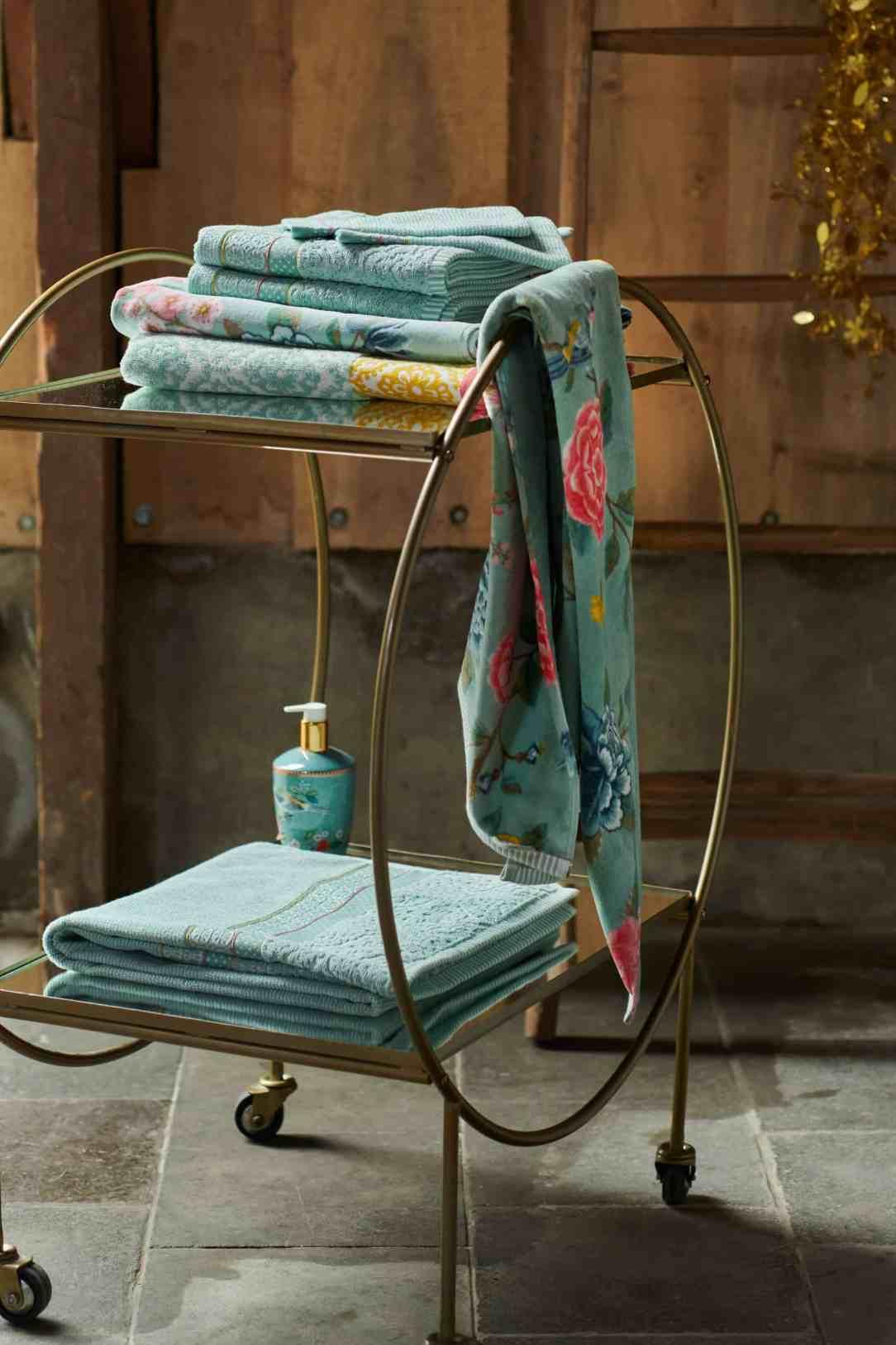 Restyle badkamer gebloemde handdoeken