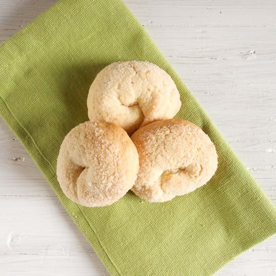 Wine cookies ciambelle al vino, a delicious crunchy not too sweet Italian fall cookie, made with white wine. Fast and easy.