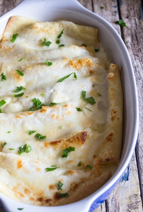 crepe cannelloni white sauce baked in a white pan