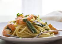 Skillet Zucchini Shrimp Pasta is a delicious pasta dish. An easy perfect zucchini recipe for weekday or even weekend cooking.