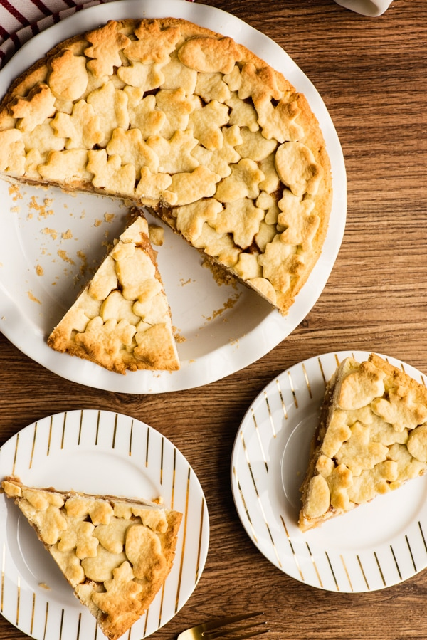 apple pie with slices cut on 2 plates
