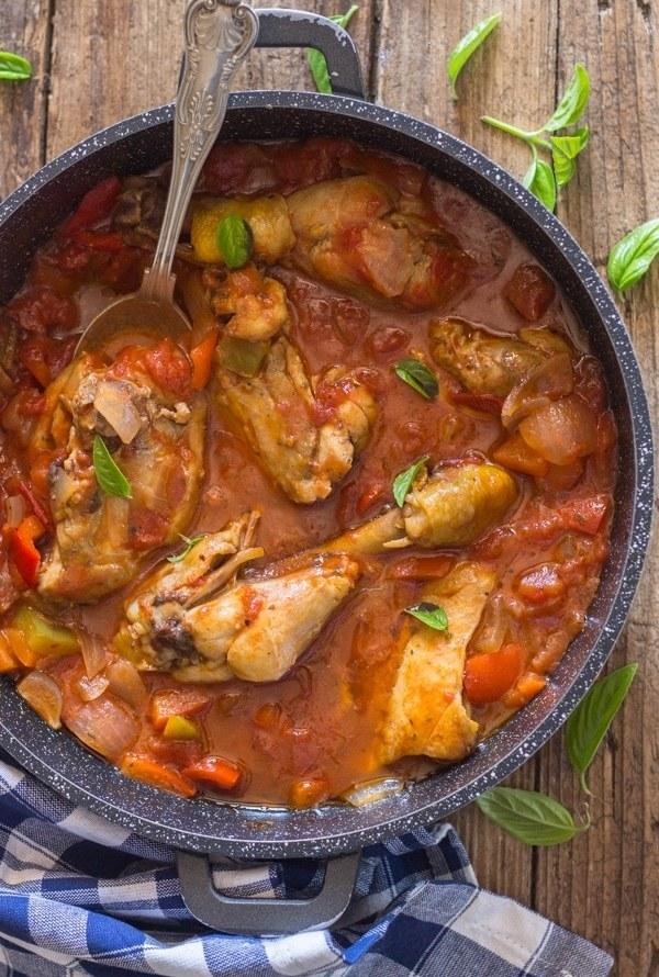 chicken cacciatore in a black pan