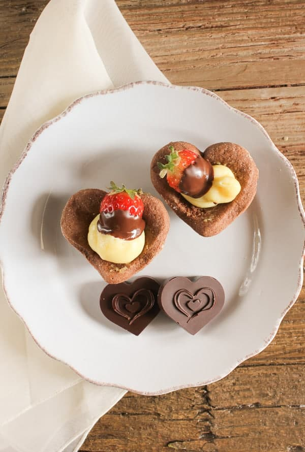 Italian Valentine's Day tarts, why not celebrate Valentines Day with a little Italian flare? A delicious tart dough and creamy filling.