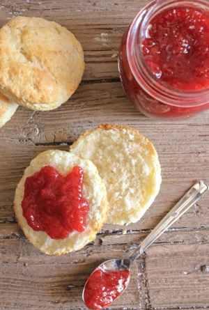 homemade no pectin strawberry jam and best biscuits/anitalianinmykitchen.com