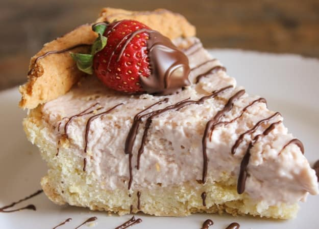 strawberry cheesecake mousse pie