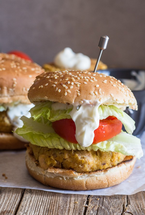 salmon burger with lettuce, tomato and sauce