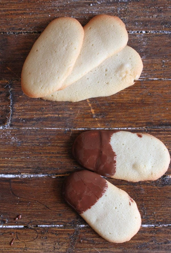 Lingue di Gatto or Cat's Tongue are a delicious buttery crunchy Italian cookie, the perfect companion to a dish of ice cream or a cup of coffee or tea/anitalianinmykitchen.com