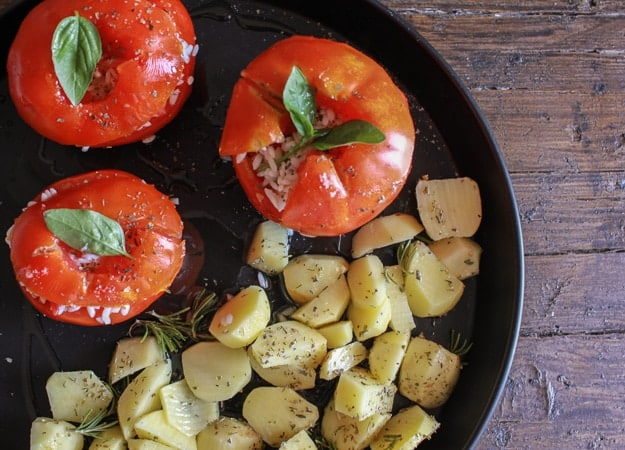 Italian Baked Stuffed Tomatoes with Rice, a healthy vegan/vegetarian dish. The perfect baked dinner recipe, with a delicious rice stuffing.