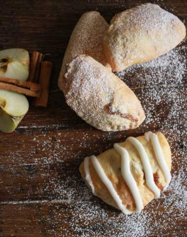 Apple Pie Breakfast Turnovers, an easy homemade turnover filled with a delicious apple filling, a perfect breakfast snack or dessert recipe./anitalianinmykitchen.com