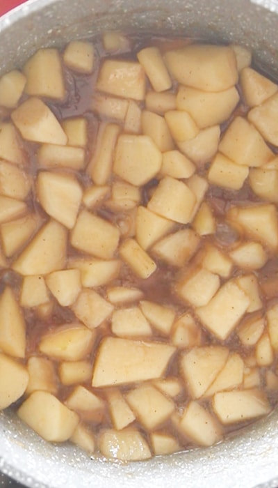 apple streusel cake making the apple filling