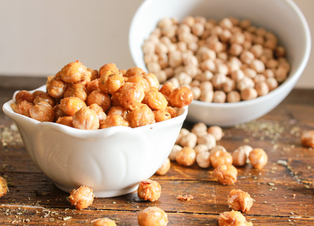 Italian Roasted Chickpeas, healthy, Parmesan oven roasted Chickpeas. The perfect crunchy anytime snack. The best roasted chickpea recipe. |anitalianinmykitchen.com