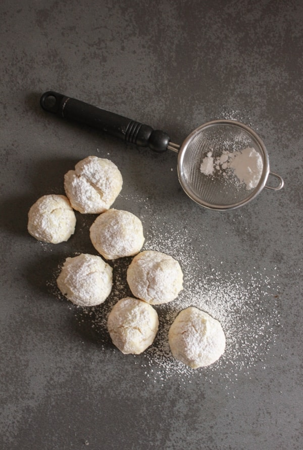 Hazelnut Snowball Cookies, an easy delicious Christmas melt in your mouth Christmas cookie recipe, the perfect simple yummy cookie.|anitalianinmykitchen.com