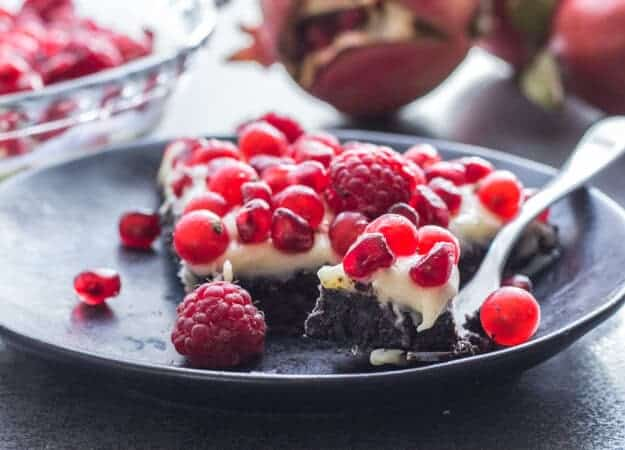 Creamy Double Chocolate Fruit Tart is an amazing combination of an oreo crumb base, a white chocolate filling and red berries. Perfect!