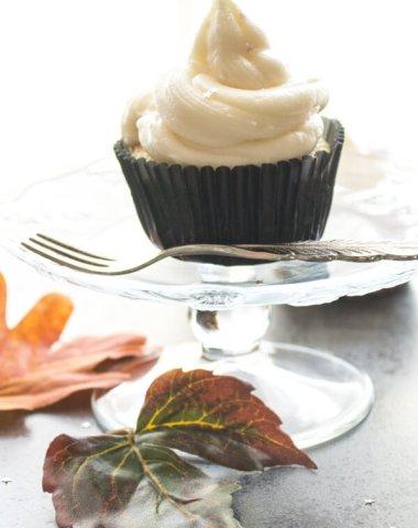 6 Vanilla Almond Cupcakes are a delicious, fast & easy Cupcake dessert recipe. A Creamy Maple Cream Cheese Frosting make them irresistible.