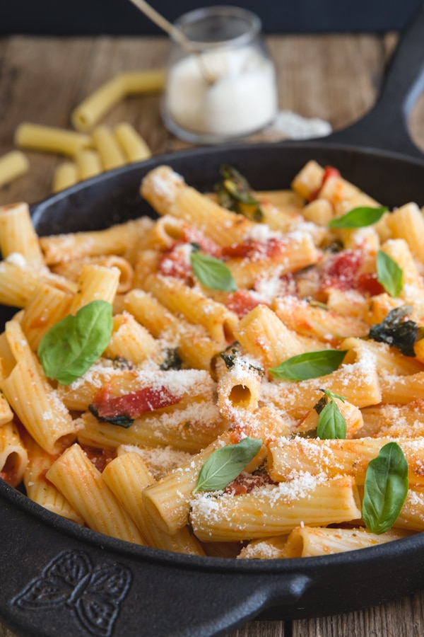 basil tomato sauce with rigatoni pasta in a black pan