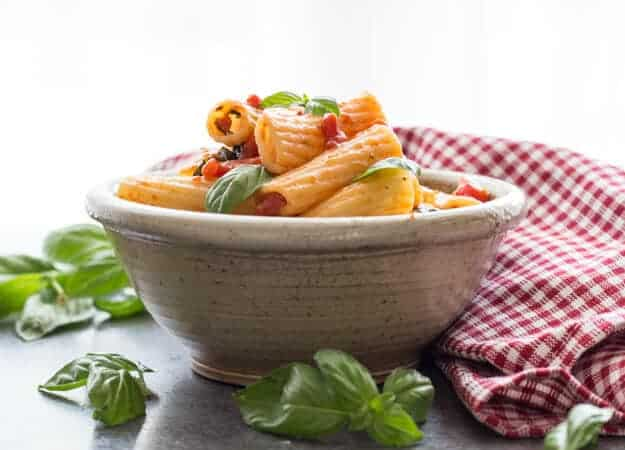An easy Homemade Fresh Basil Tomato Sauce, makes the perfect Pasta Sauce for any day of the week. Simple, Healthy and Delicious.