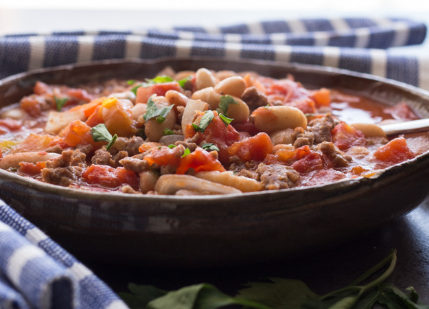 Easy Homemade One Pot Chili, the best full of ground beef, beans and tomatoes Chili, make it as spicy as you like!